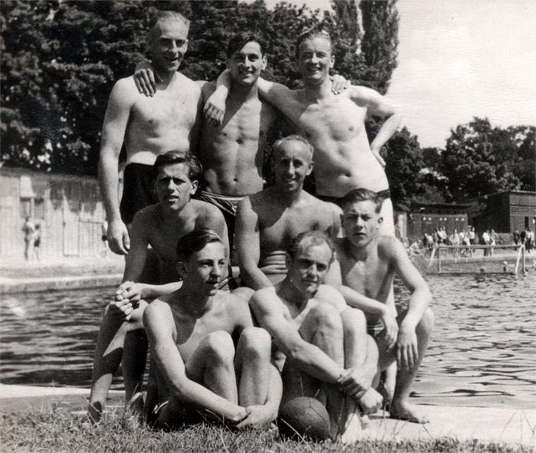 Über 30 Jahre eine eingeschworene Gemeinschaft: Die Wasserballer des SVC