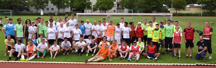 """""""Sport verbindet und Fußball versteht jeder"""" – Buntes Fußballturnier auf dem Anger"""