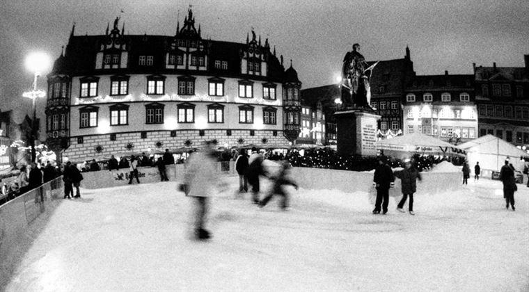 Eisbahn auf dem Markt