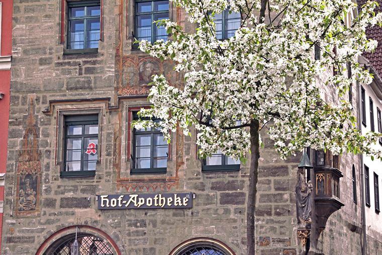 1543 Hof-Apotheke am Coburger Marktplatz