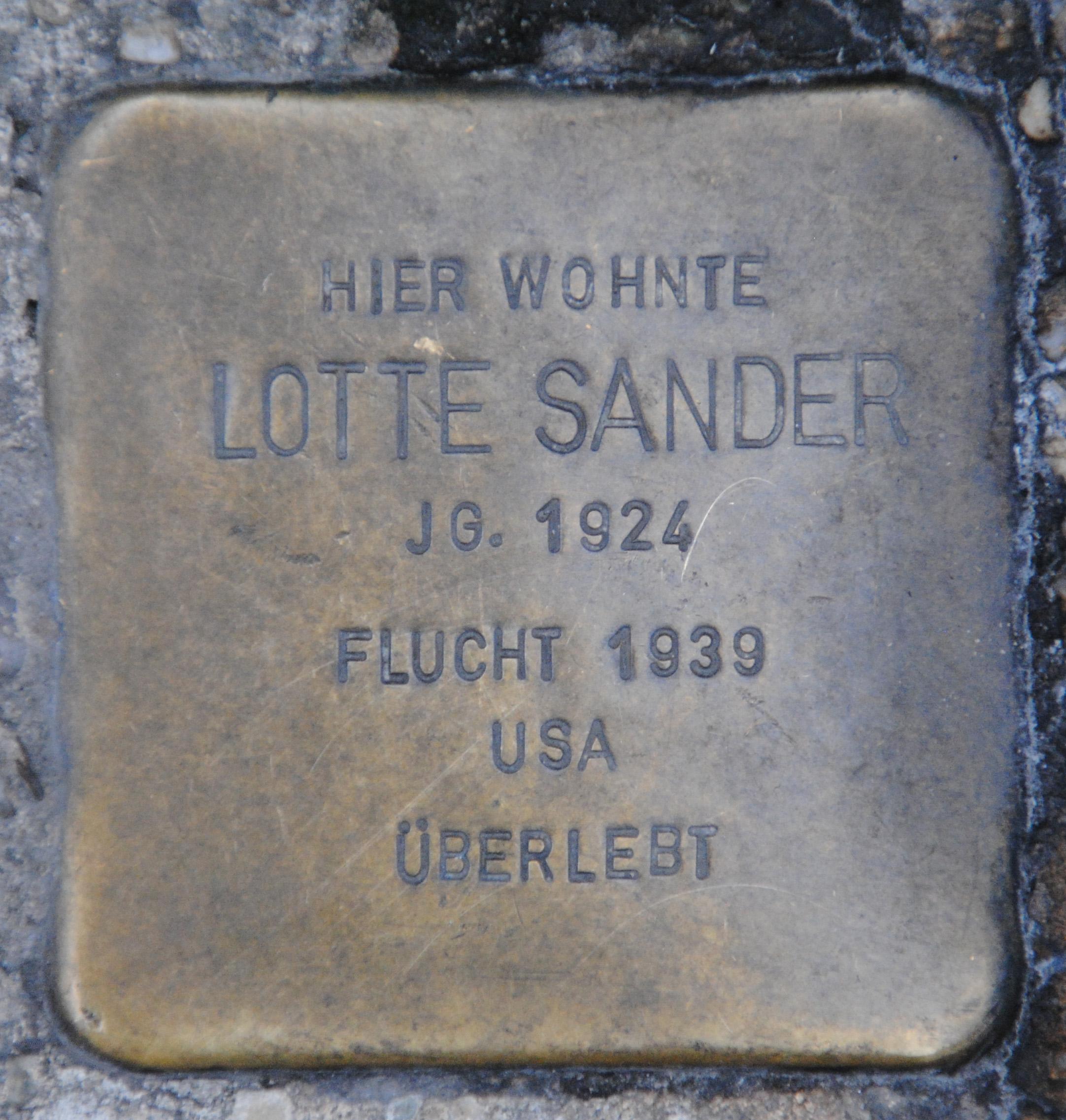 Stolperstein für Lotte u. Thekla Sander, Hesslein Strauss, Steinweg 38