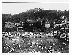 Einweihung der Sommerbadeanstalt mit Luft- und Schwimmbad an der Rosenauer Straße