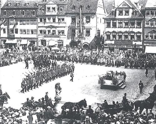 Foto der Schützengesellschaft auf dem Marktplatz